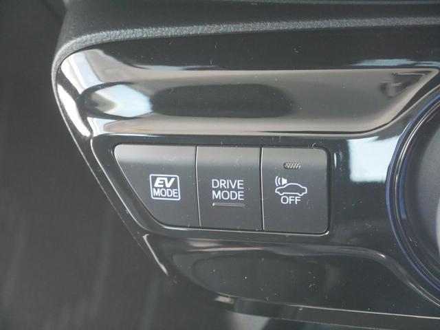 EV・ドライブモードスイッチ 車両接近通報一時停止スイッチ(通常EVモードで走行中は車から音がしないので、歩行者に接近を知らせる音を出します)