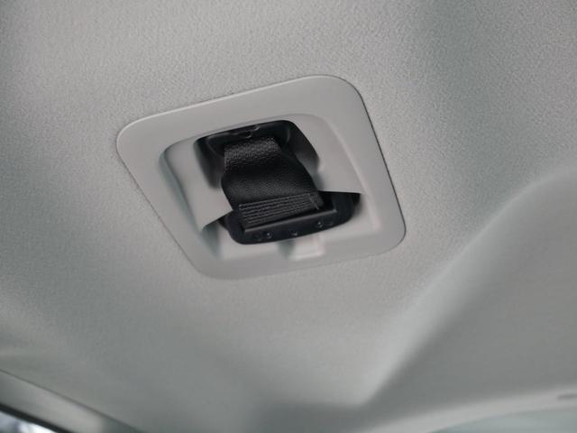 後列に3人座る時は中央に座る人用のシートベルトをここから出してください。