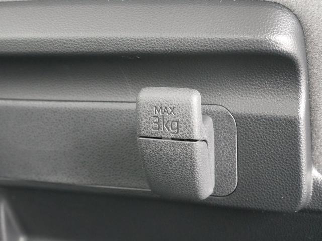 後列荷物用フック(耐荷重3キロ)