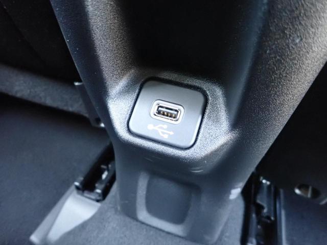 後部座席用USBコネクタ!