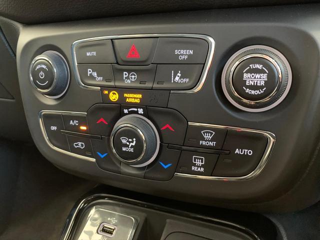 4WD 登録済未使用車 純正ナビ Pバックドア ハーフレザー(8枚目)