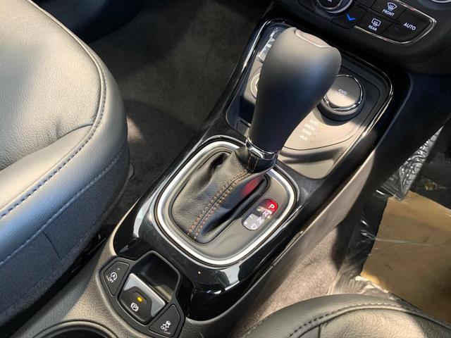 4WD 登録済未使用車 純正ナビ Pバックドア ハーフレザー(9枚目)