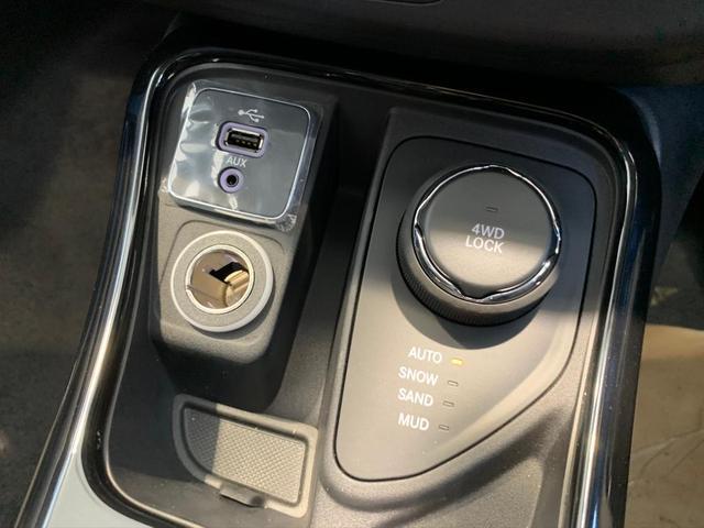 4WD 登録済未使用車 純正ナビ Pバックドア ハーフレザー(15枚目)