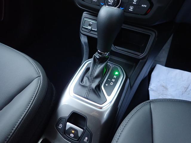 リミテッド LEDライト CarPlay対応 レザーシート(10枚目)