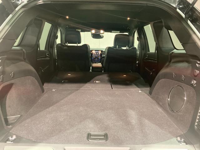 トレイルホーク 4WD・限定車・エアサス・純正ナビ・ハーフレザーシート・純正18AW・LEDデイライト・STOP機能付・アルパイン製スピーカー・AppleCarPlay・AndroidAuto・前面衝突警報(14枚目)