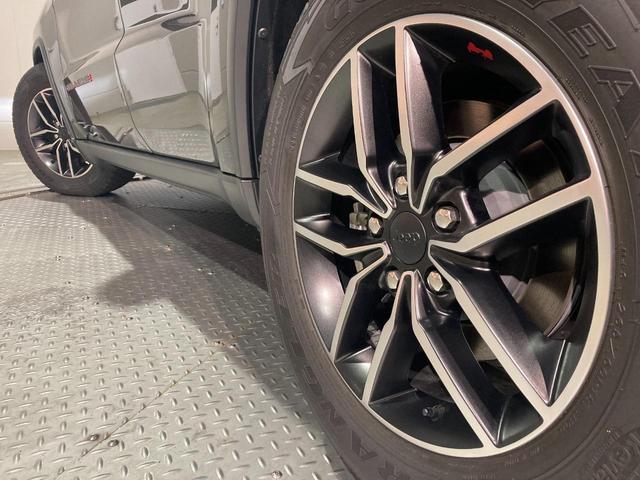 トレイルホーク 4WD・限定車・エアサス・純正ナビ・ハーフレザーシート・純正18AW・LEDデイライト・STOP機能付・アルパイン製スピーカー・AppleCarPlay・AndroidAuto・前面衝突警報(35枚目)