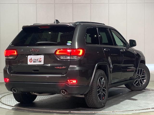 トレイルホーク 4WD・限定車・エアサス・純正ナビ・ハーフレザーシート・純正18AW・LEDデイライト・STOP機能付・アルパイン製スピーカー・AppleCarPlay・AndroidAuto・前面衝突警報(46枚目)