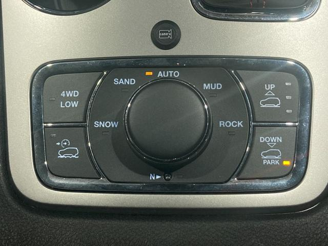 トレイルホーク 4WD・限定車・エアサス・純正ナビ・ハーフレザーシート・純正18AW・LEDデイライト・STOP機能付・アルパイン製スピーカー・AppleCarPlay・AndroidAuto・前面衝突警報(65枚目)