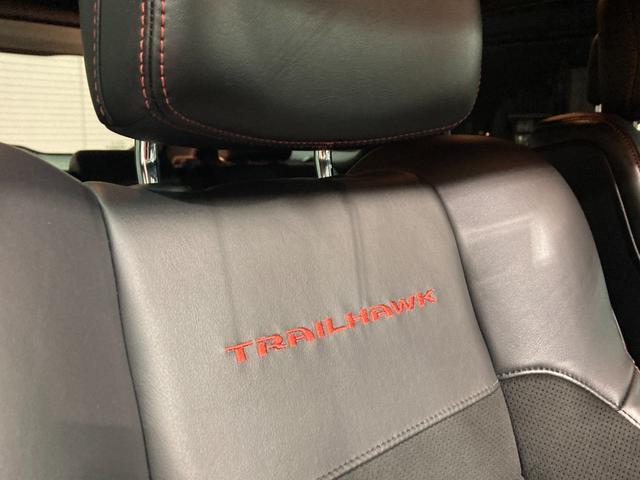 トレイルホーク 4WD・限定車・エアサス・純正ナビ・ハーフレザーシート・純正18AW・LEDデイライト・STOP機能付・アルパイン製スピーカー・AppleCarPlay・AndroidAuto・前面衝突警報(75枚目)