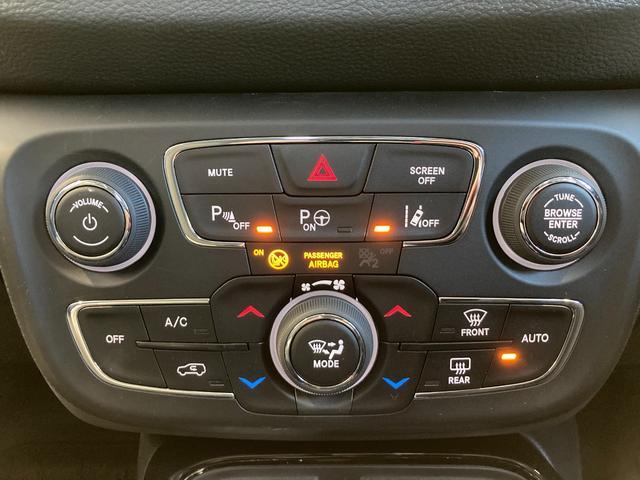 リミテッド 4WD サンルーフ 純正ナビ 本革シート シートヒーター パワーシート クルーズコントロール バックカメラ 全面衝突警報 コーナーセンサー アイドリングストップ ETC 電子制御式パーキングブレーキ(7枚目)