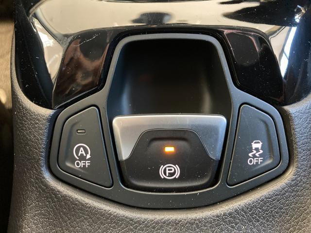 リミテッド 4WD サンルーフ 純正ナビ 本革シート シートヒーター パワーシート クルーズコントロール バックカメラ 全面衝突警報 コーナーセンサー アイドリングストップ ETC 電子制御式パーキングブレーキ(8枚目)