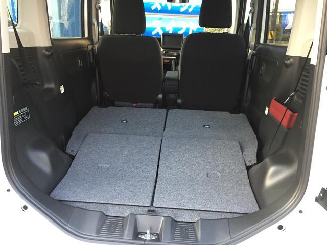 後席をたおすと大きな荷物が乗ります!