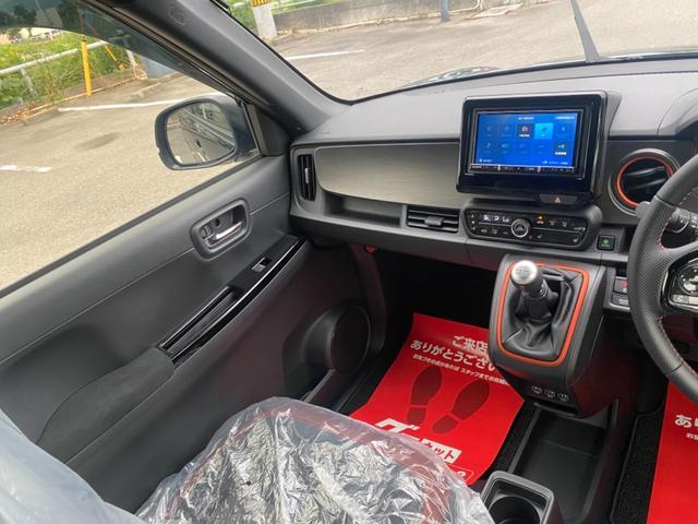 RS 6MT ターボ 届出済み未使用車 OP白ルーフ ボディーコーティング(5年間保証)バックカメラ フロアマット ドアバイザー フルLEDヘッドライト クリアランスソナー オートパーキングブレーキ USB(26枚目)