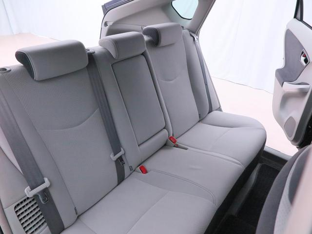 ヤシート】後席もゆったり快適な空間でドライブを楽しめます。
