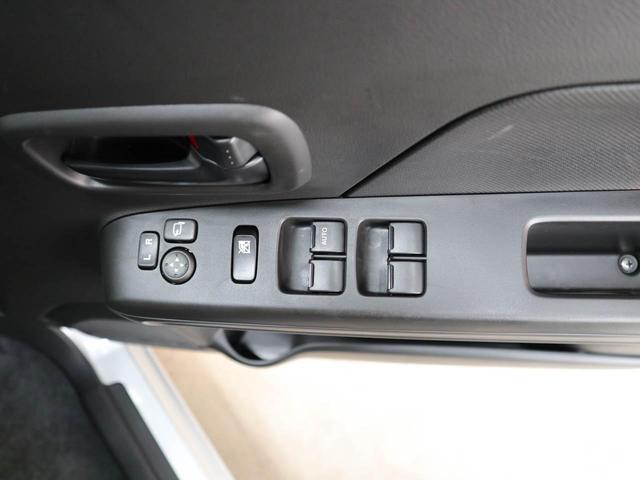 便利なスマートキー!両手に荷物 を抱えているときでも、ドアの施 錠・解錠が楽々可能!
