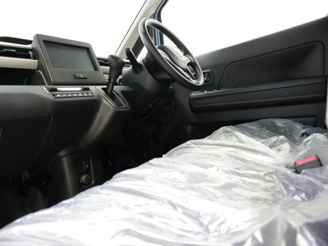 運転席と助手席は足元が繋がっているので自由に行き来が可能です!助手席側からスムーズに乗り降りできて便利です!!