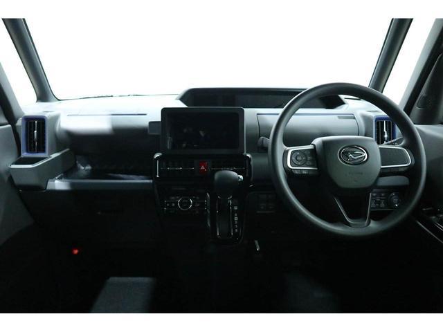 運転席と助手席は足元が繋がっているので自由に行き来が可能です!助手席側からスムーズに乗り降り出来て便利です!!