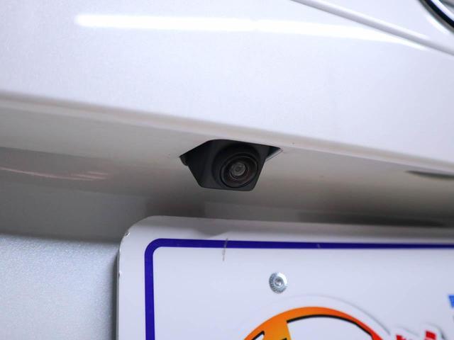 ナビをご購入して頂くと、画面で確認しながらバックができ、ガイドラインで距離感がつかめるので後ろの壁も安心ですね。