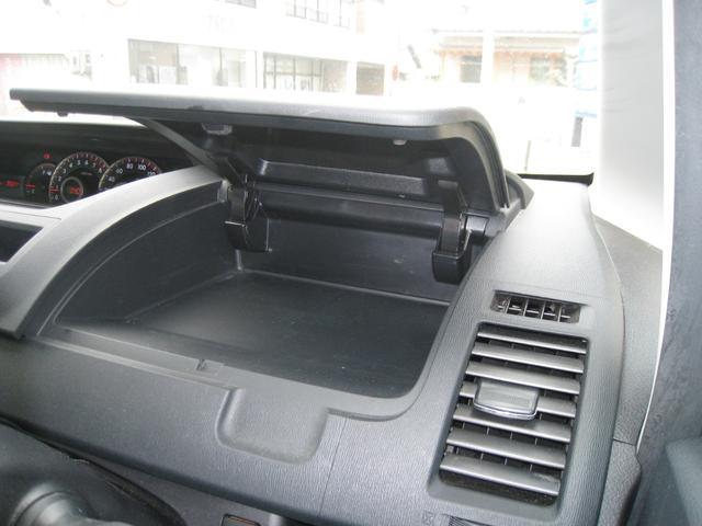 運転席前収納1