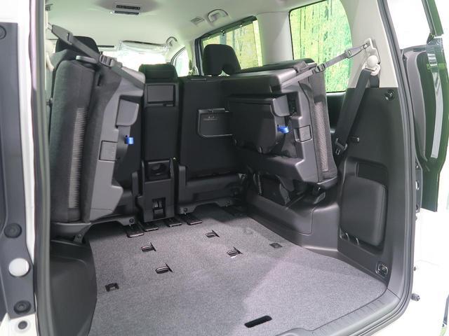 ラゲッジルームは、大容量のスペースを確保。リアシートを横に跳ね上げることで大きな荷物も収納できます。