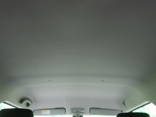 ハイブリッドMGリミテッド 2トーン 衝突軽減装置 レーダークルーズ 車線逸脱警報 前席シートヒーター パドルシフト スマートキー オートエアコン 横滑防止装置 アイドリングストップ ウィンカーミラー プライバシーガラス(33枚目)