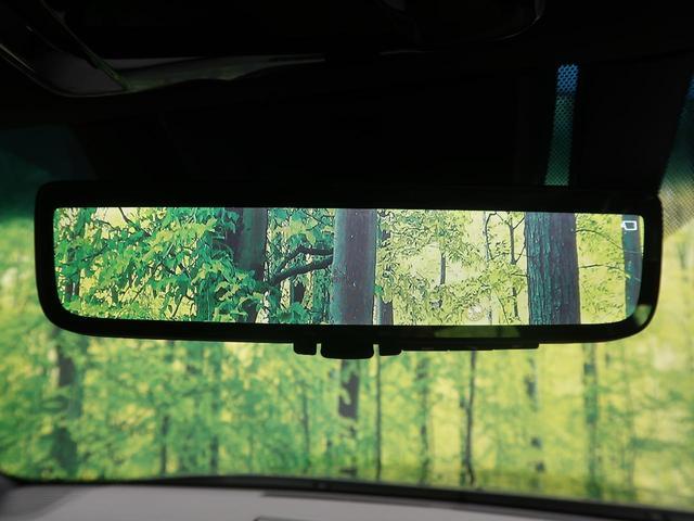 【デジタルインナーミラー】乗員、ヘッドレスト、積載物などでさえぎられがちなルームミラーの後方視界をクリアに保ちます。車両後方にあるカメラの画像をルームミラーに映し出します。