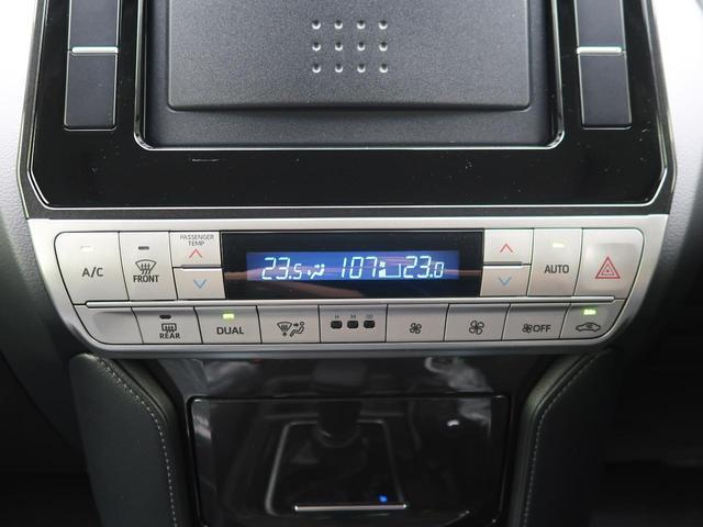 【デュアルオートエアコン】運転席と助手席でそれぞれお好みの温度設定が可能で全席にも最適な空調をお届け致します。