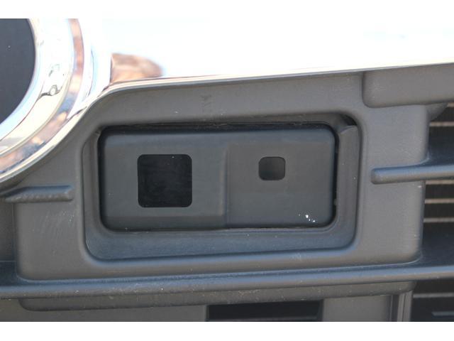 スマアシIが付いています。ピピピの音で追突事故から身を守ってくれる安全システムです。
