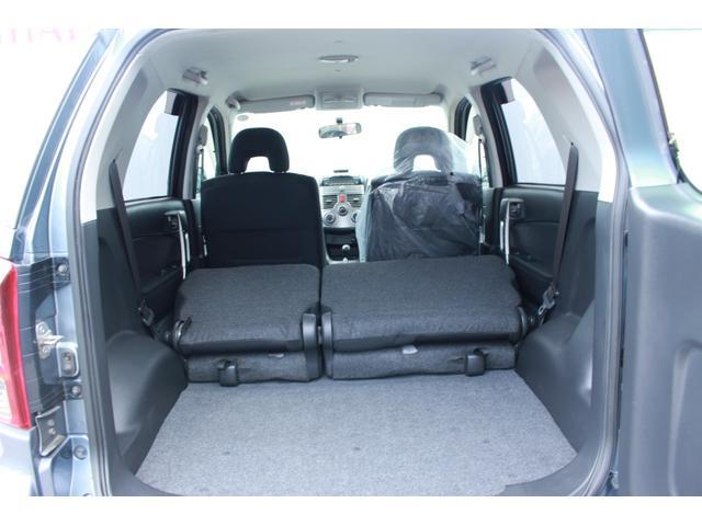 後部座席を折り畳みました。大きめのお荷物も積み込めるのでとっても便利ですね!