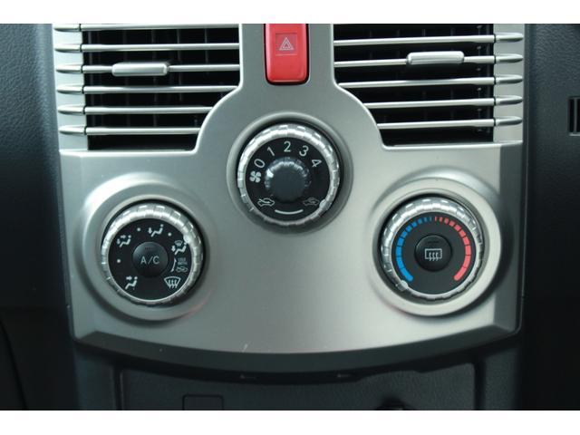 マニュアルエアコンが付いています。温度・風量をお好みに合せて調節出来ます!