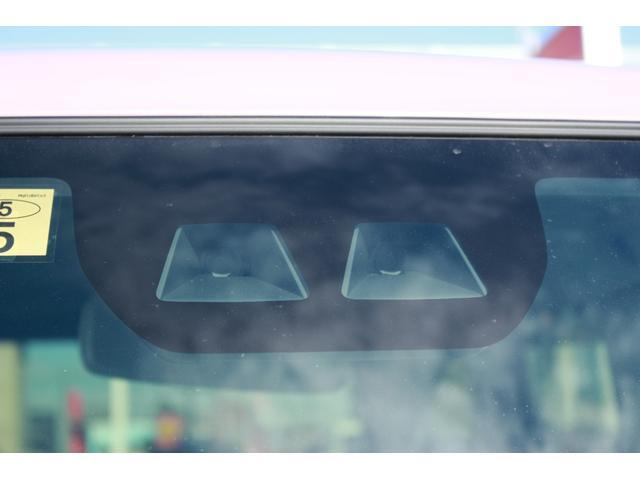 スマアシIIIが付いています。見通しの悪い雨天時の運転を音と光(オートハイビーム)でサポートします。