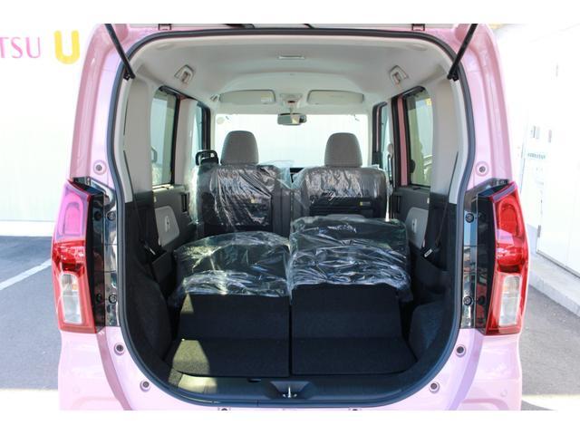 後部座席を折り畳みました。大きな荷物などの積み込みも出来る広さなのでとっても便利ですね!