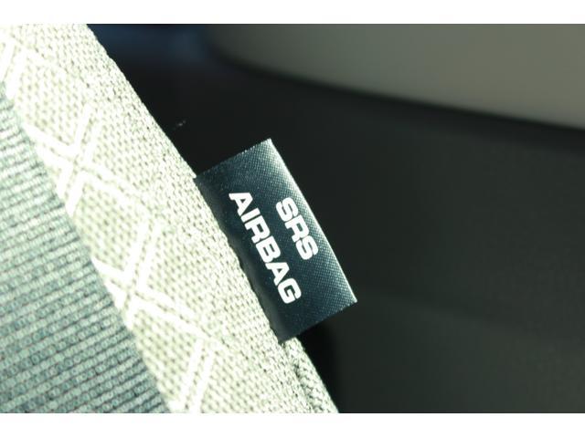 サイドエアバッグ(運転席と助手席)が付いています。万一の時、側方からの衝撃を緩和します!