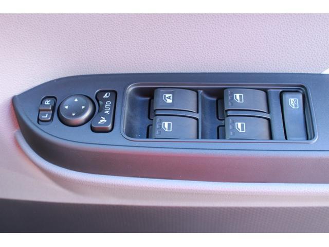 電動格納式ドアミラーになっています。運転席のスイッチでサイドミラーを開閉できます!