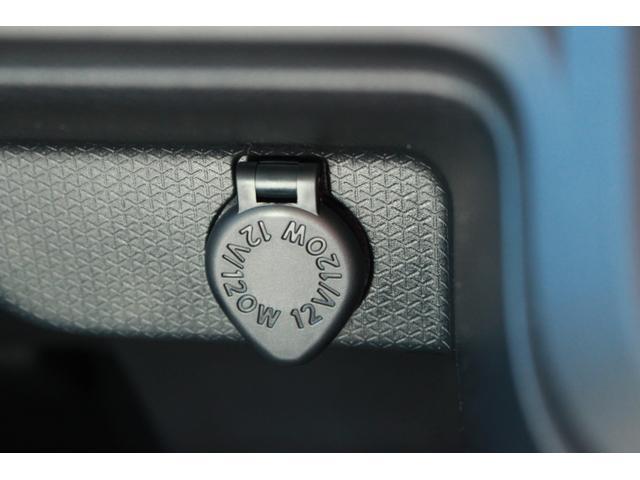 シガーソケットです。電気が通っているので、ドライブレコーダーや電子機器の充電をする事ができます。