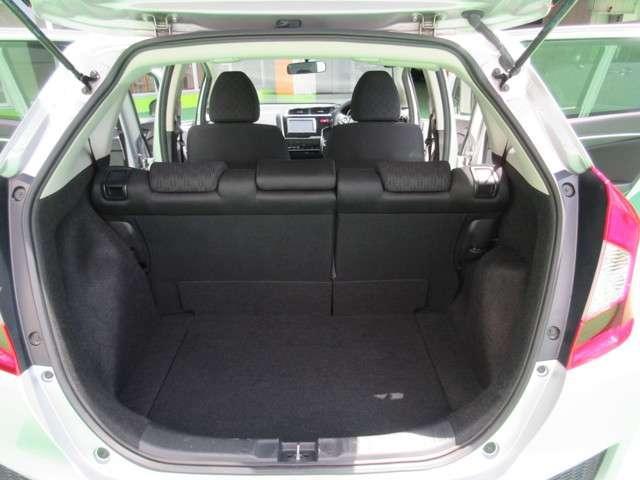 定員乗車時のカーゴルームの状態です。荷物も十分載せることができますよ。