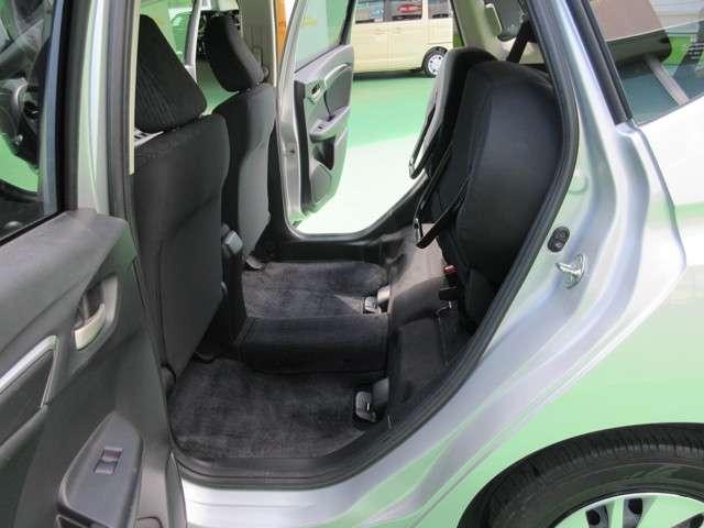 ホンダの特許技術センタータンクレイアウトにより低くフラットな荷室や後席の座面を跳ね上げることで生まれる荷室など優れた使い勝手を実現したULTR SEAT。大きい物長い物背の高いものまで積める。