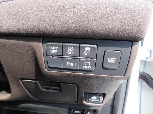 各種装備スイッチは運転席右側にまとめられております