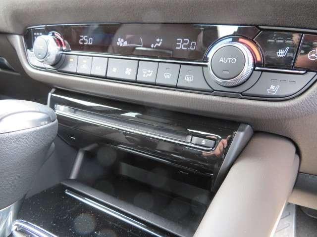 シートヒーター、シートベンチレーション、ステアリングヒーター等、快適な装備を満載しております