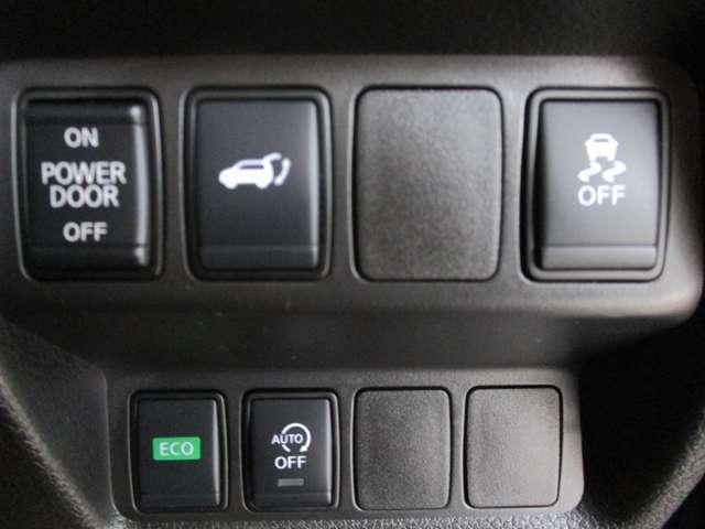 コントロールスイッチ類。車線逸脱警報のON・OFF操作やオートバックドアの開閉等が出来るスイッチ類。