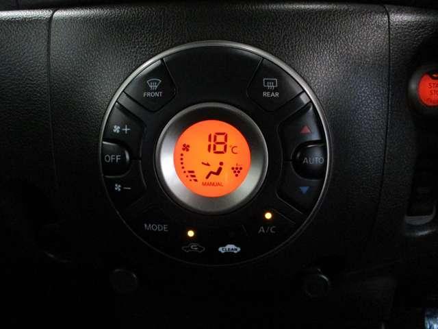 オートエアコンで設定した温度へ調整してくれるので快適な車内です。
