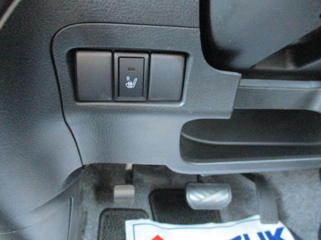運転席側にはシートヒーターがついています。