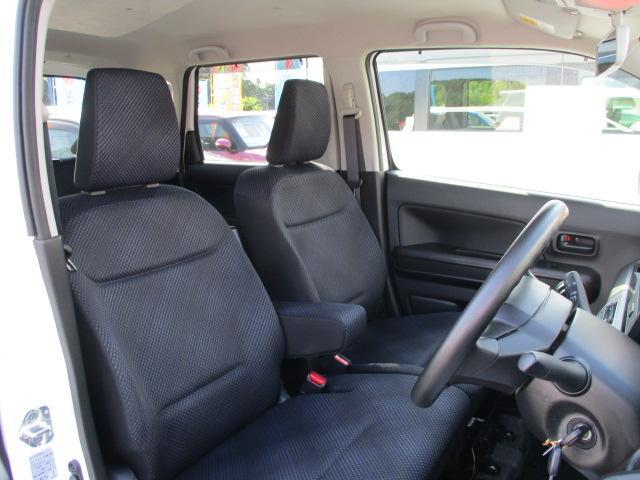 ベンチシートのため運転席と助手席の移動がしやすい☆