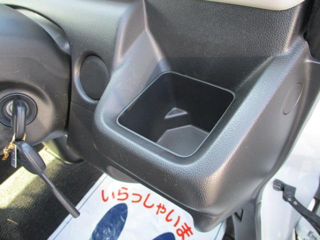 運転席のドリンクホルダー