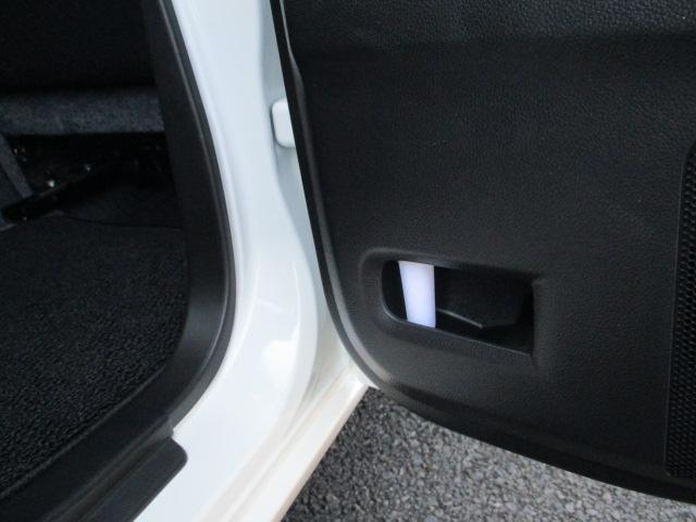 傘に付いた水滴は、車外に排出される仕組みになっていますので、ご安心を♪