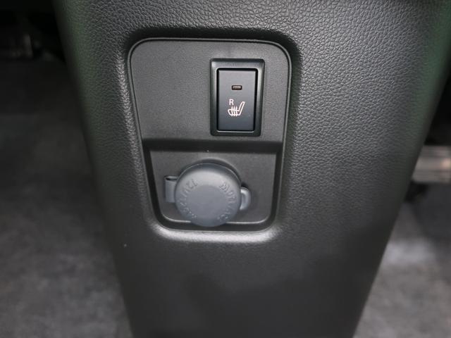 運転席側にはシートヒーターが付いていますよ♪肌寒いときに、身体をじんわり温めてくれます。