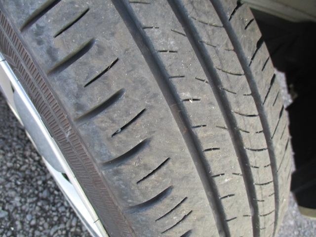 タイヤの溝はたっぷりあります。