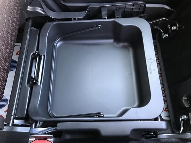 助手席を跳ね上げると取り外し可能な収納ボックスがあります!!