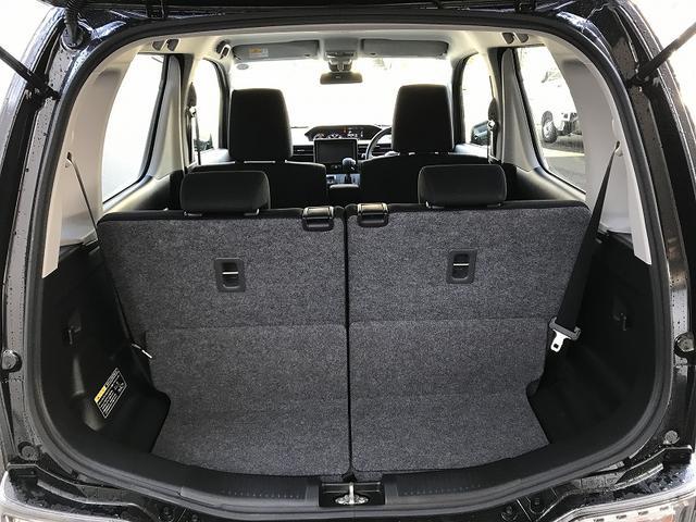4人乗車でも十分な荷室スペースです!!後席をスライドさせることで柔軟にお使い頂けます!!