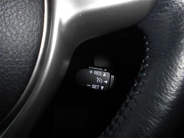 高速道路で便利なクルーズコントロール。アクセルから足を離しても100キロまでなら一定速度で走行する事が出来ます。